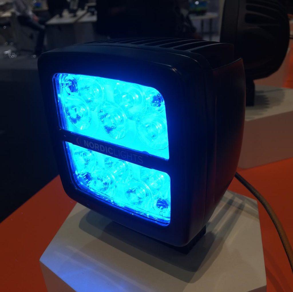 Фара с синим светом Scorpius 400 Blue от NORDIC LIGHTS®